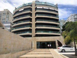 Unidad en el moderno edificio Quay, frente al puerto de Punta del Este