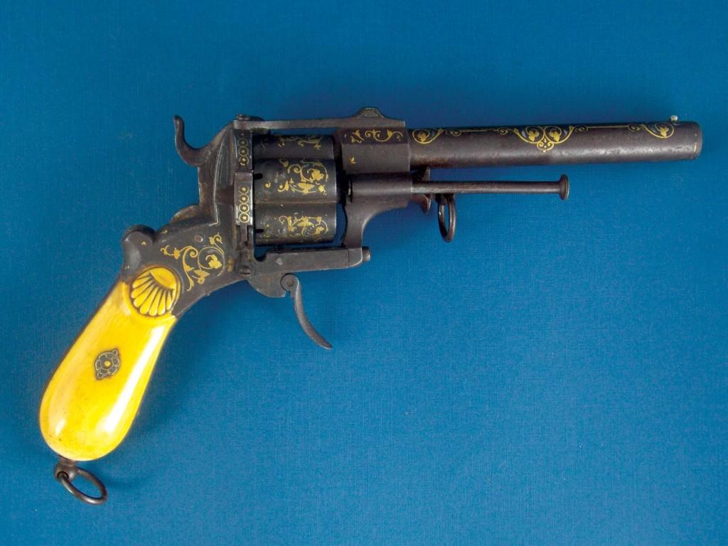Fino Revolver español, sistema Lefaucheaux, decorado incrustaciones en plata y oro