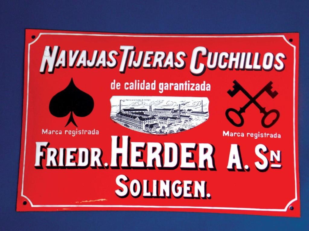 Chapa en hierro esmaltada de Fabrica de cuhillos, tijeras y navajas Herder (Solingen)