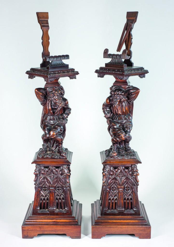 Interesantes pedestales Renacimiento en madera de caoba