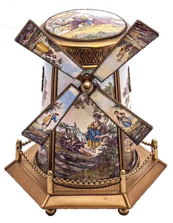 Caja musical- alhajero austríaco en bronce y esmalte, funcionando.