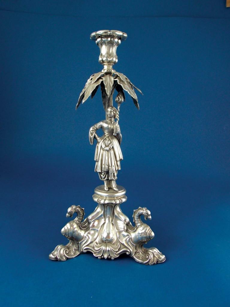 Candelero en plata cincelada