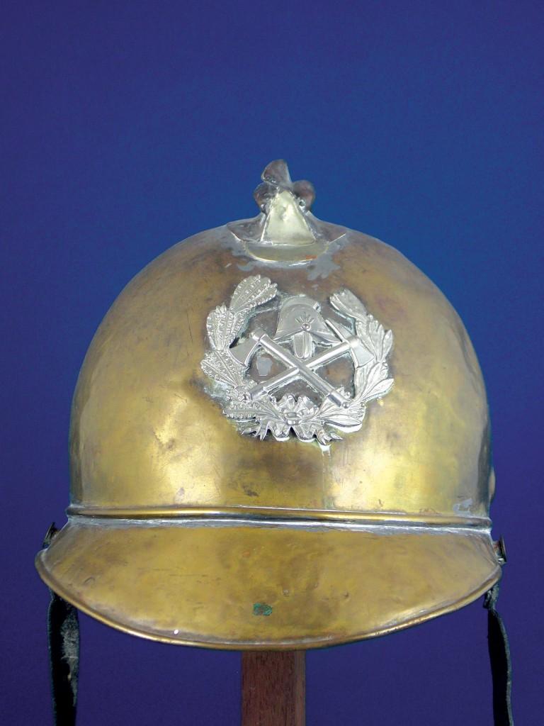 Casco del cuerpo de bomberos, fines del Siglo XIX en bronce con cresta