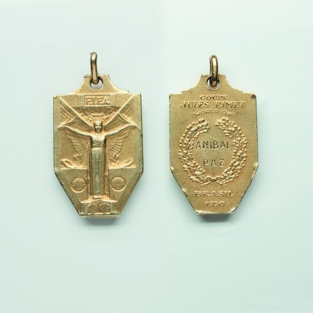Medalla de oro FIFA de Aníbal Paz, Campeón Mundial en Brasil 1950.