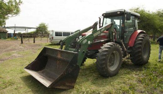 Maquinaria agrícola, vial e instalaciones para Tambo en Paysandú