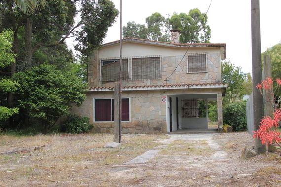 Buena casa en dos plantas, Balneario Bello Horizonte