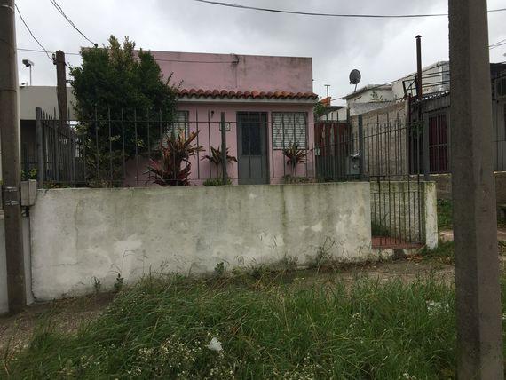 La Teja: 2 casas en un solo padrón