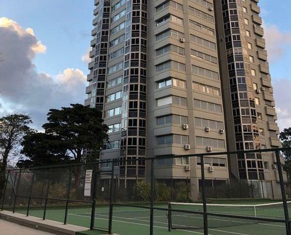 Punta del Este. Gran Apartamento en Edificio Roosvelt Center