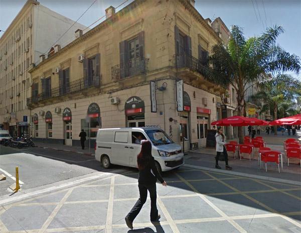 Excepcional esquina en Peatonal Sarandí. Ideal renta