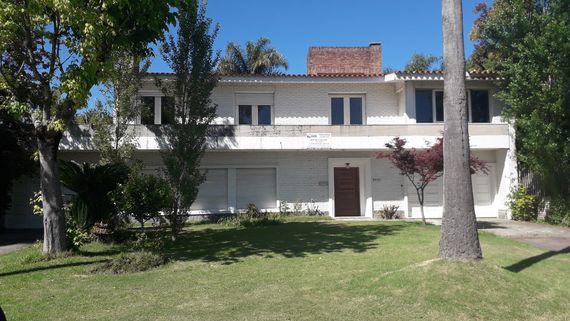 Excepcional Casa en Carrasco en excelente ubicación