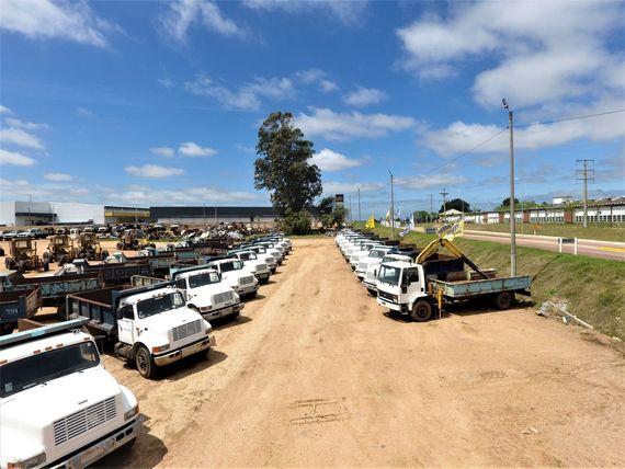 80 Camiones – 70 Lotes de Máquina Vial