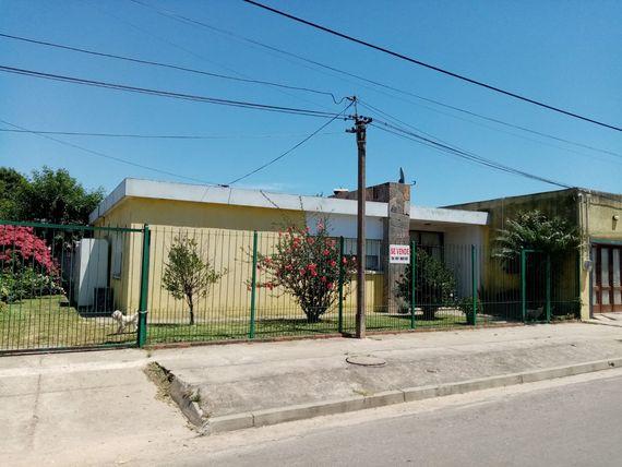 Céntrica propiedad en Ciudad del Chuy, excelente construcción