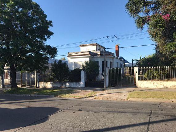 Buena casa de sólida construcción en Barrio Peñarol