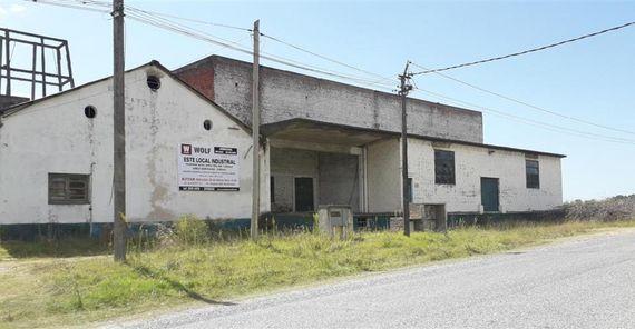 Predio con amplia edificación industrial en Nueva Helvecia ¡¡¡POSTERGADO!!!