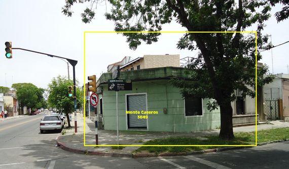 Buena casa PH en esquina, Monte Caseros y Mariano Moreno ¡¡¡POSTERGADO!!!