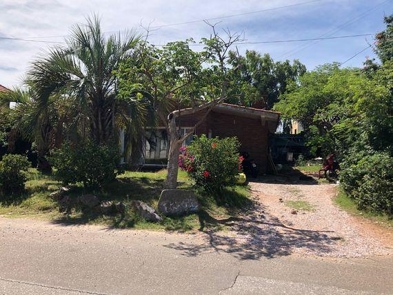 Punta del Este: Mitad indivisa de terrenos con construcciones