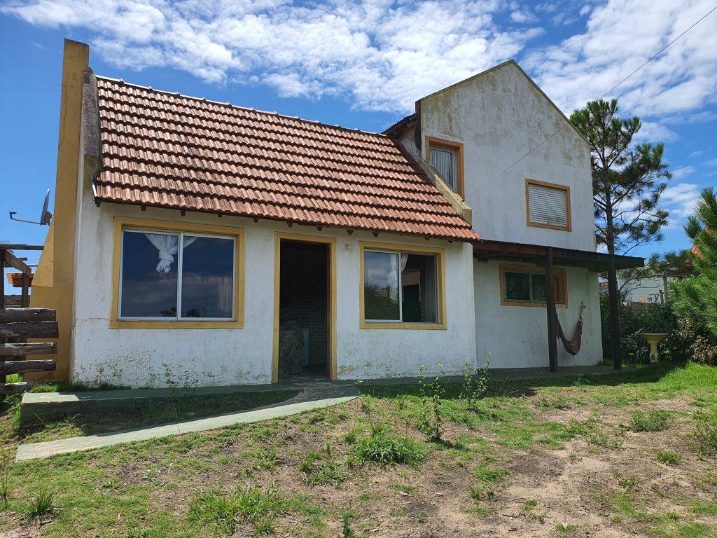 Punta del Diablo: Dos casas linderas en lotes separados