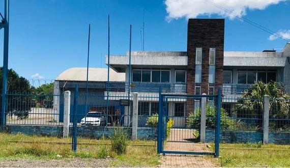 Rivera. Muy importante local multiuso y sus oficinas anexas