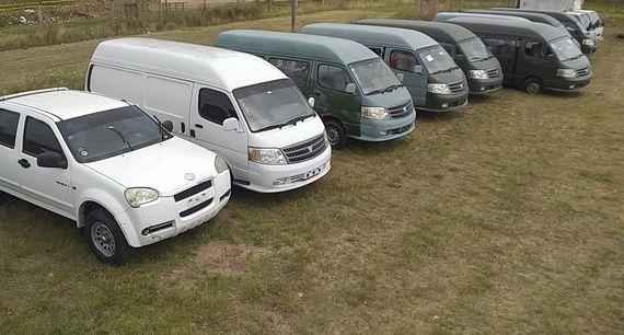 Land Rover Defender 110 – 30 Doble Cab. JMC 4X2 – Minibuses y camiones
