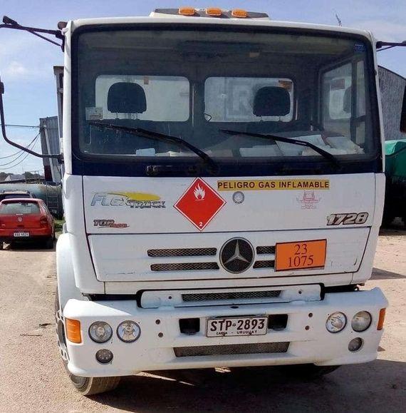 Camiones Mercedes Benz y Ford por cuenta y orden de Riogas
