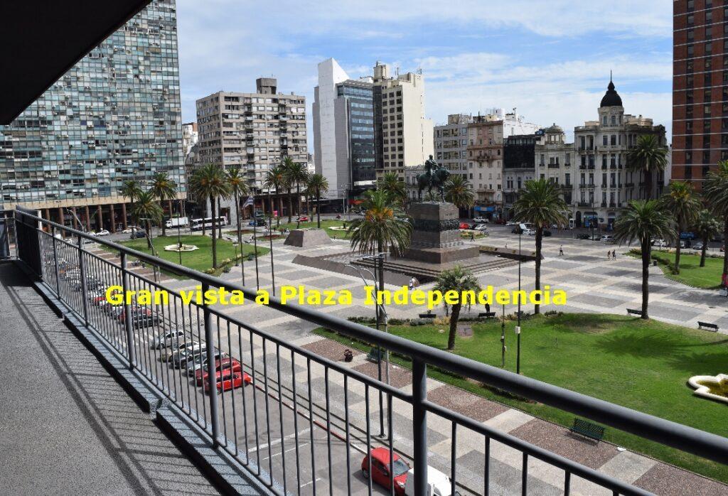 Centro: Frente a la Plaza Independencia