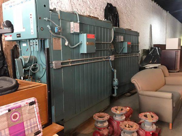 2 Calderas a gas BTU 1.600.000/ 2.000.000 y mobiliario de oficina