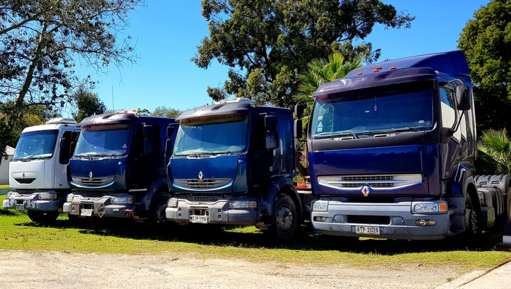 Gran remate de transporte, maquinaría vial, agrícola, vehículos y artefactos de iluminación