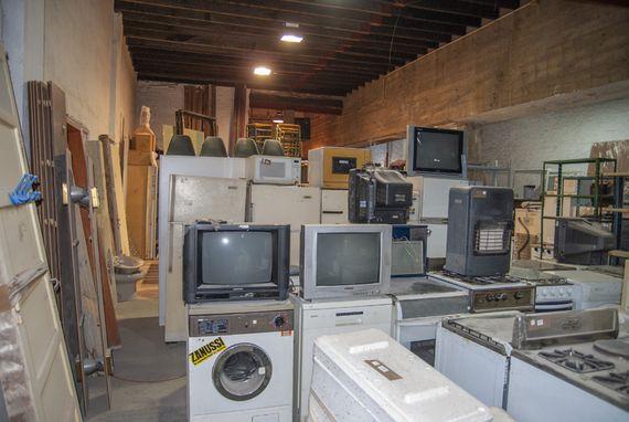 Materiales de construcción, bazar, electrodomésticos, equipamiento para oficina y otros