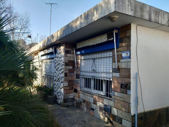 Muy buena casa en Parque del Plata y auto Chevrolet Spark GT