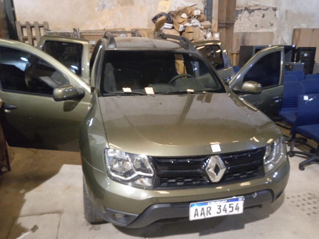 Camioneta Renault Oroch, cajas fuertes, sillas de oficina, motor Toyota y mucho más.