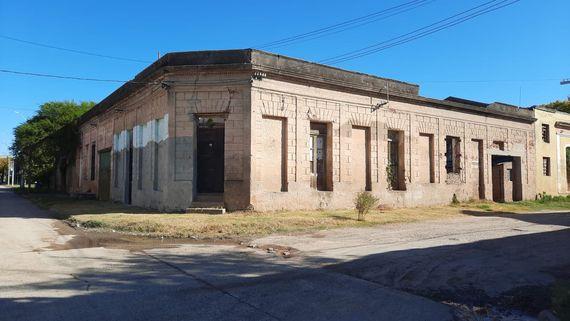 Inmueble en Paysandú con frente a 2 calles – Colonia 985 y Carlos Gardel 220