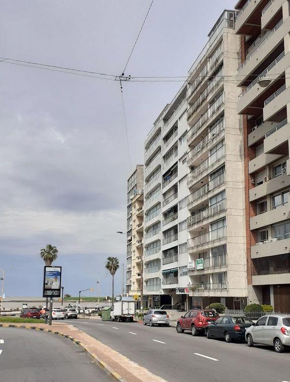 Excepcional 7° piso en Pocitos sobre Avda. Brasil, a metros de la Rambla