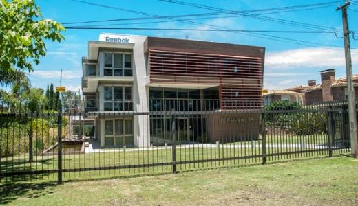 Importante edificio de oficinas en Carrasco