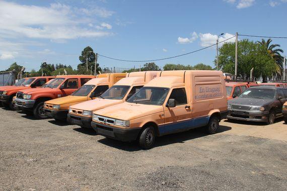 Remate oficial de vehículos varios, por cuenta y orden de UTE